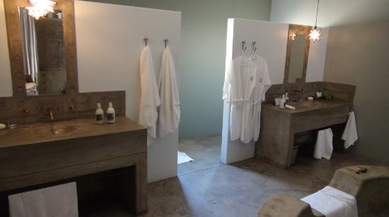 Olive Grove: 2 sinks / 1 bath / behind toilet & shower