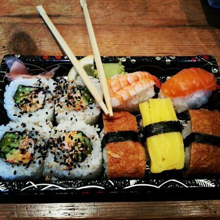 Sushi & Roll: Special Sushi Box (box c)