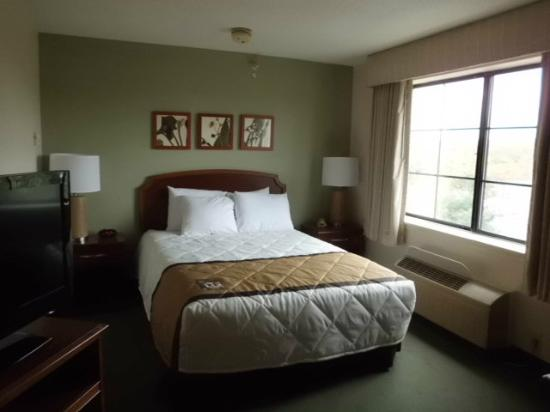 Extended Stay America - Philadelphia - Mt. Laurel - Pacilli Place: Queen sized bed