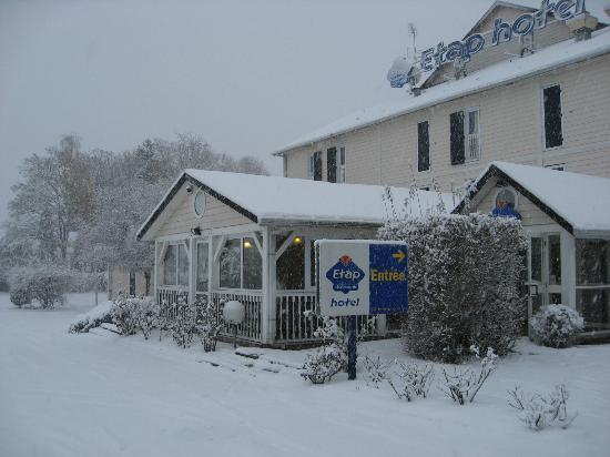Ibis Budget Caen Herouville : L'hôtel sous la neige