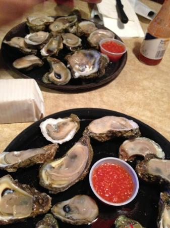 Hunt's Steak Seafood and Oyster Bar: oysters on a half shell