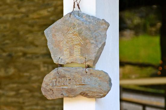 Stonehouse Bed and Breakfast: Stonehouse Sign