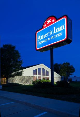 AmericInn Lodge and Suites Cedar Falls: The outside of hotel
