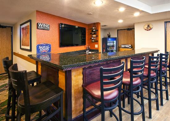 AmericInn Lodge and Suites Cedar Falls: The Americinn Pub