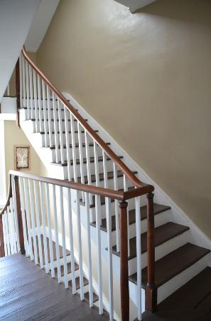 Stonehouse Bed and Breakfast: Beautiful staircase