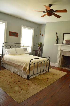 Stonehouse Bed and Breakfast: The Gray Room