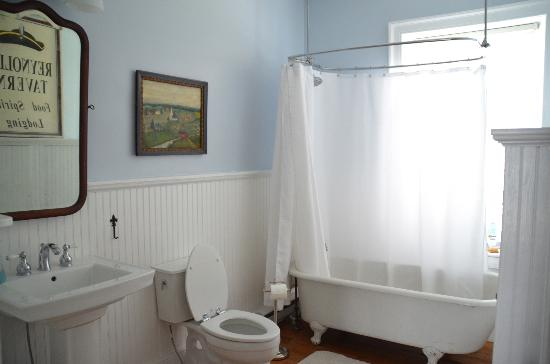 Stonehouse Bed and Breakfast: Gray/Blue Room bathroom