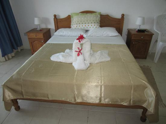 Ocean View Guest House: Bed