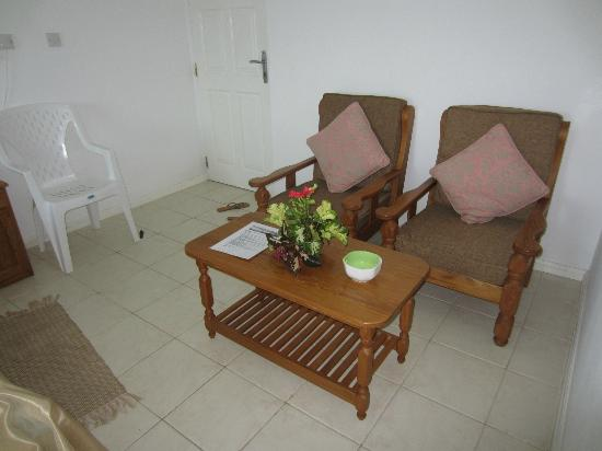 Ocean View Guest House: Living room