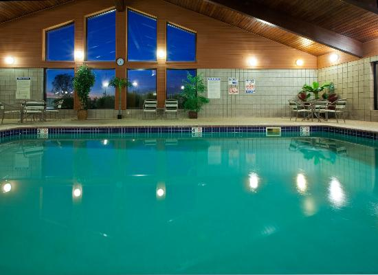 AmericInn Lodge and Suites Cedar Falls: Pool area
