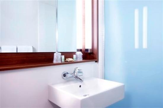 Campanile Gueret : Bathroom