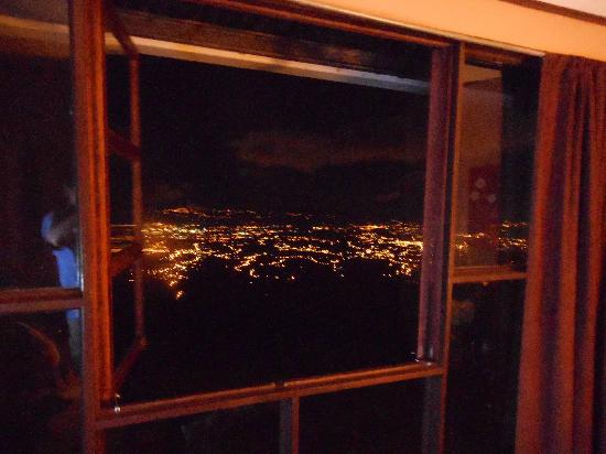 Poas Lodge and Restaurant : Night view from room