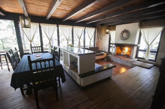 Mazamitla, México: Cabaña Grande, sala y comedor