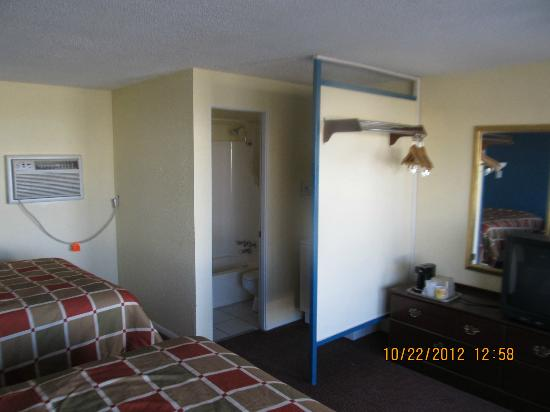 Travelers Lodge: 2 Queen Size Beds