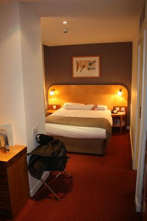 Ramada Hotel & Suites Coventry: Room suite