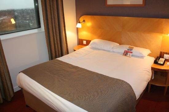 Ramada Hotel & Suites Coventry: Bed