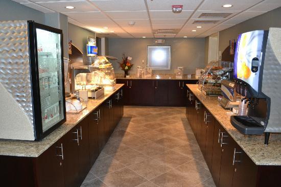 Holiday Inn Express Hotel And Suites Merrimack: Express Start breakfast buffet