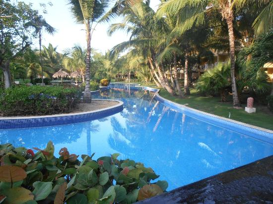 Dreams Punta Cana Resort & Spa: Pool area, early morning