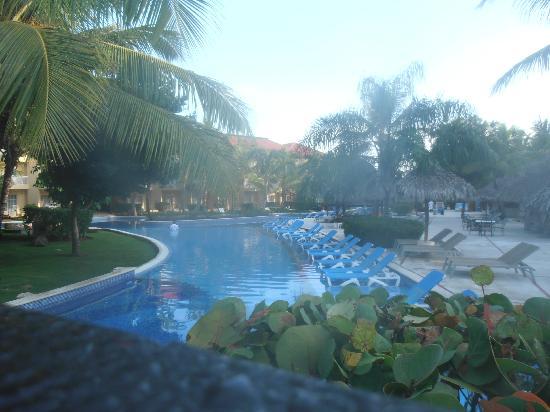 Dreams Punta Cana Resort & Spa: Pool area, early morning