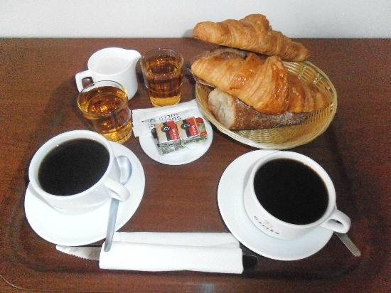 Hotel Magnan: Breakfast