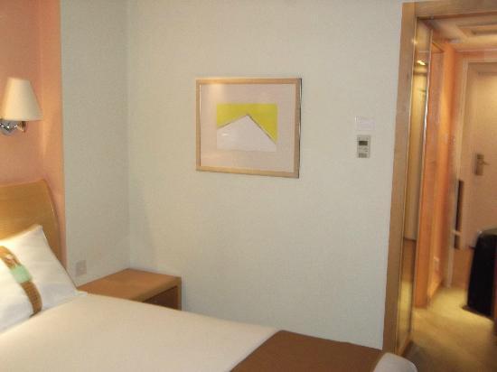 Holiday Inn London-Gatwick Airport: Hotel room 2