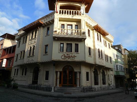 Biz Cevahir Hotel: Hotel front