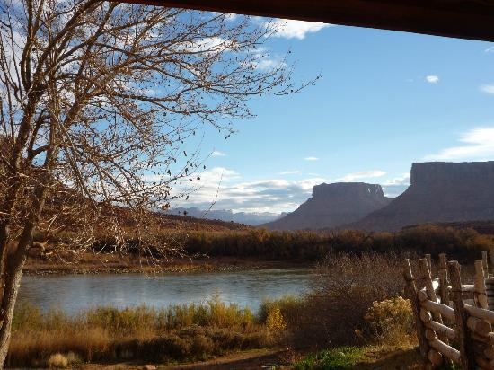 Red Cliffs Lodge: Daytime view from my King River Suite