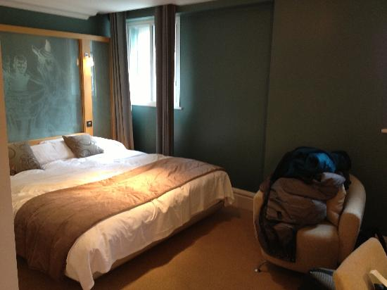 The Cumberland: Clean, comfortable room