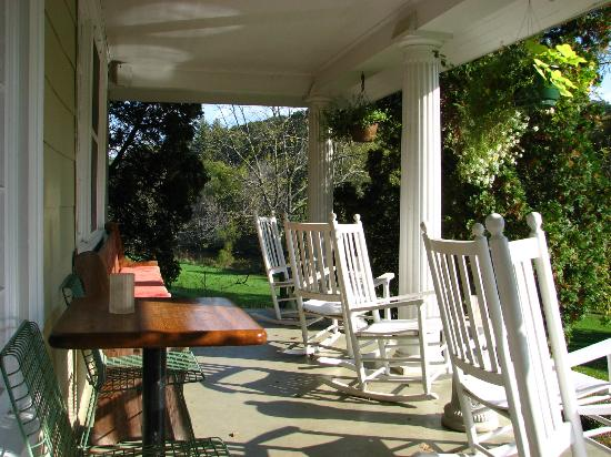 River House Country Inn: Front porch