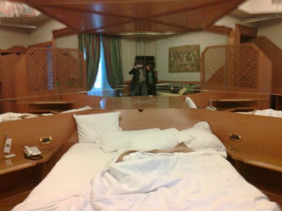 โฮเต็ล ไอซ่า: Our romantic room