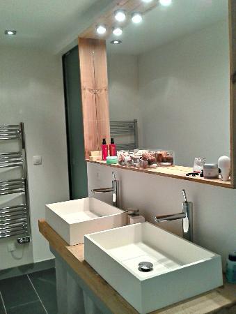 Villa Des Canuts: Une salle de bains a l'exotique