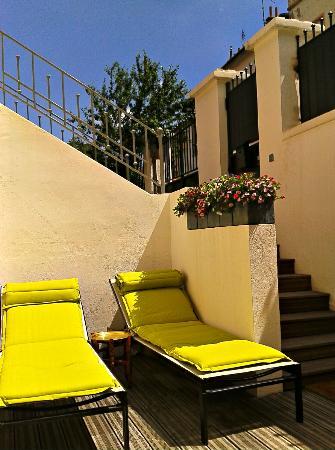 Villa Des Canuts: La terrasse en plein soleil ou a l'ombre d'un parasol