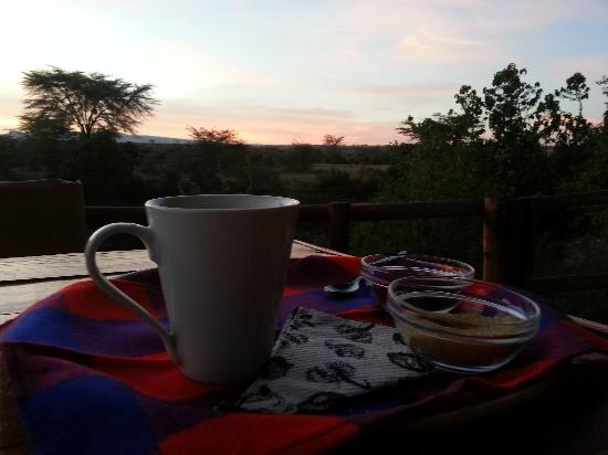 Mara Eden Safari Camp: Hot chocolate at Sunrise