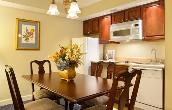 Bluegreen Vacations Patrick Henry Sqr, Ascend Resort Collection: Dining Kitchen