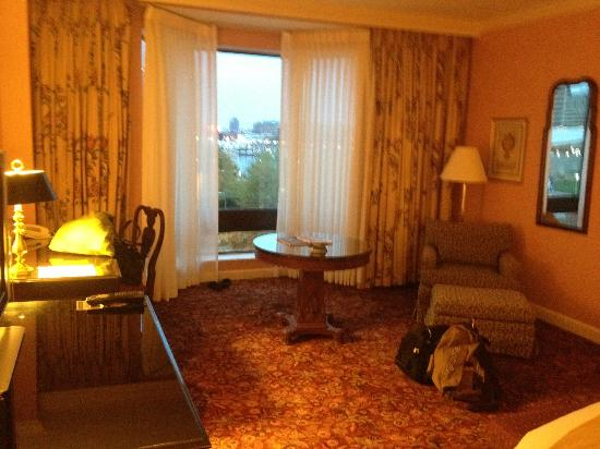 Royal Sonesta Harbor Court Baltimore: A view of the room