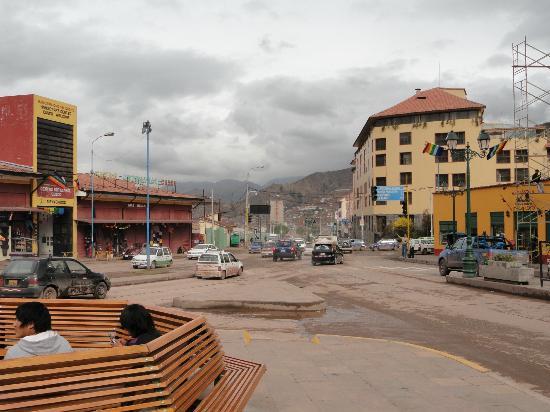 Eco Inn Cusco: Vista desde la plazoleta de enfrente