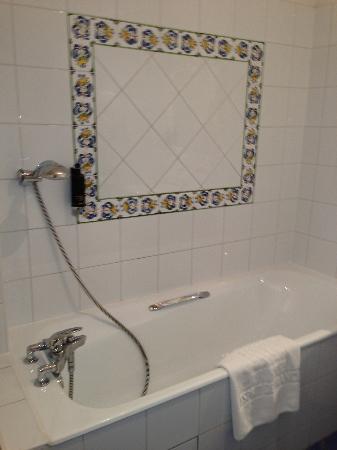 Hotel Mansart - Esprit de France: bath