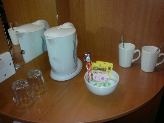 Premier Inn Chester City Centre Hotel: Tea and coffee making facilities