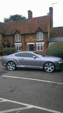 The Red Lion: affluent area to say the least !