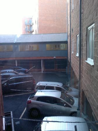 Premier Inn Chester City Centre Hotel: Internal courtyard
