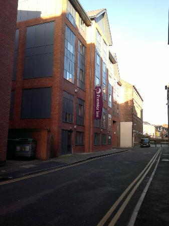 Premier Inn Chester City Centre Hotel: Entrance (back door near car park entrance)