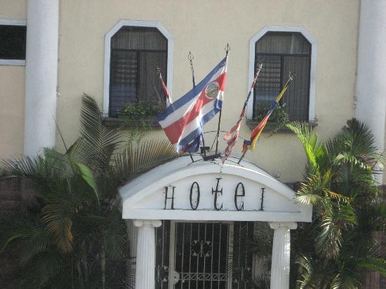 Hotel Britannia: Entrada