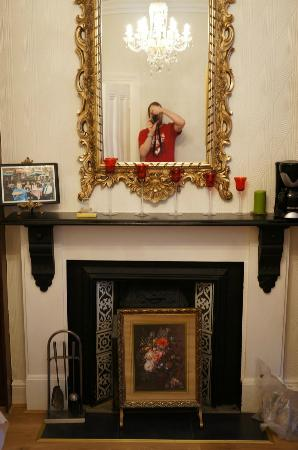 Abberley House B&B : Fireplace in the dining room