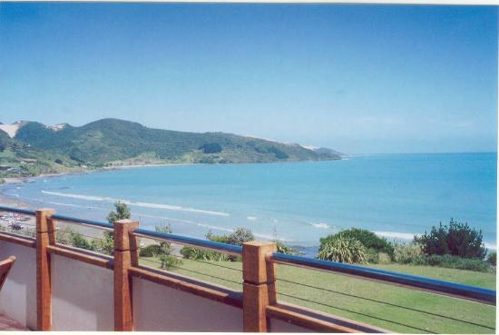 Ahipara Bay Motel: Deck of Delux Units