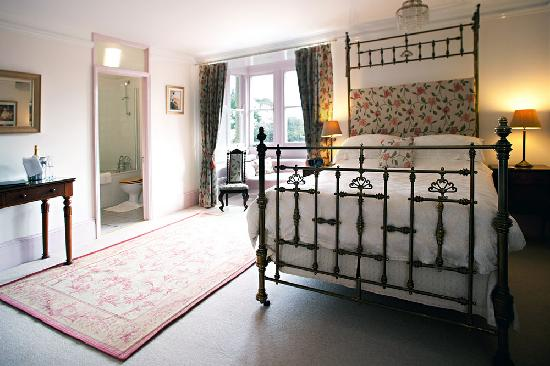 Molesworth Manor: Her Ladyship's Room