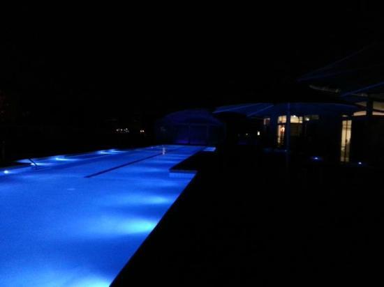Marion Holiday Park: Pool at night