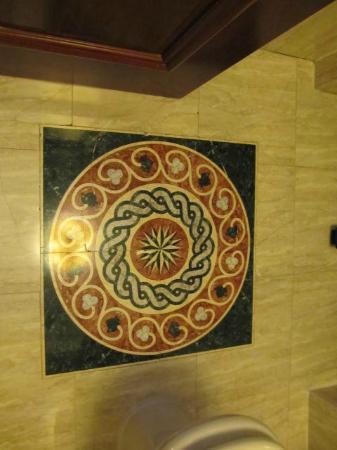 Melia Royal Alma: Detalle en el piso del baño