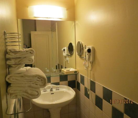 Hotel Clarendon: Bathroom