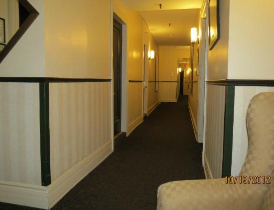 Hotel Clarendon: Hallway