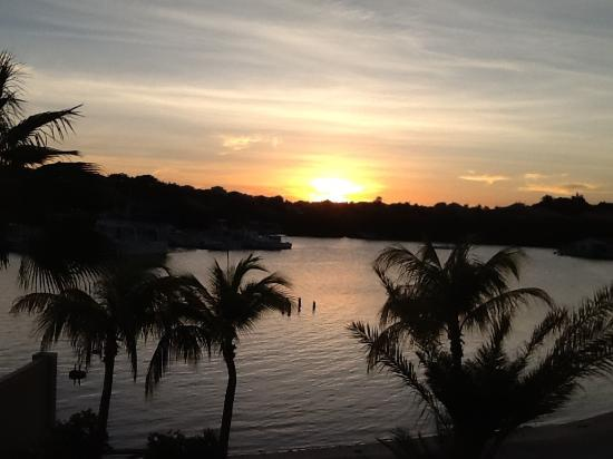 La Maya Beach Luxury Apartments: Sunset from our deck at LaMaya Beach apartment